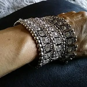 Stunning Unique Stretchy Blingy S/Tone Bracelet!